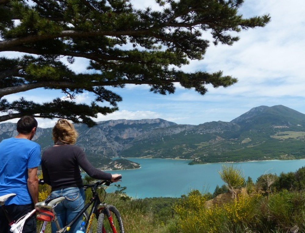 Verdon Gorges mix mini-van and bike