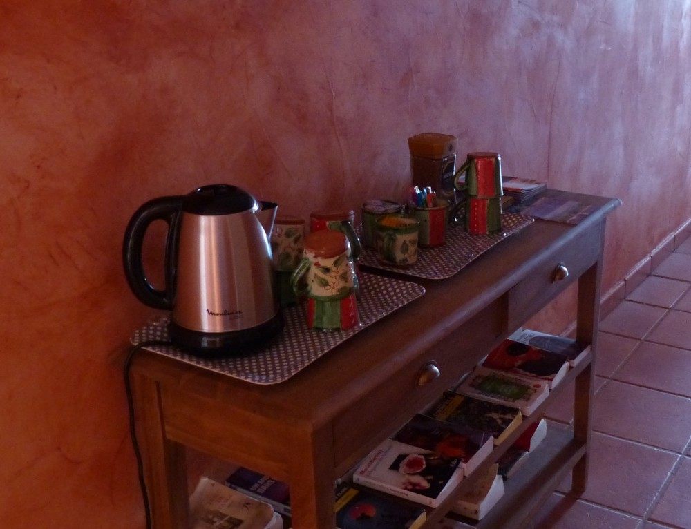 Free access to hot beverages at B&B Moustiers